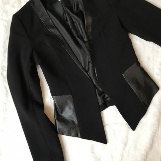 957080c984 Eladva Bőrbetétes fekete blézer